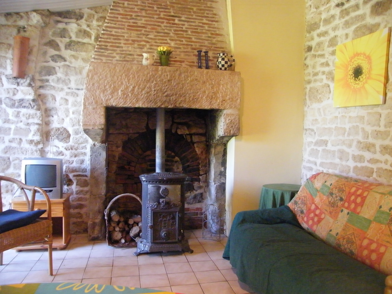 Le Jardin Clos - the old bread oven in the salon